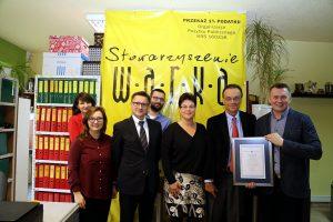 Andrew Nagorski, Grzegorz Jędrys with members of the W.A.R.K.A. Association