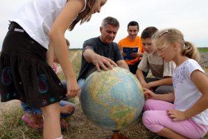 """Professor Marek Belka participated in the """"PROJECTOR - student volunteers"""" Program."""