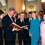 President Bill Clinton, President Lech Wałęsa, Hillary Clinton, Danuta Wałęsa, Deputy Minister of Foreign Affairs Robert Mroziewicz, Ambassador Jerzy Koźmiński – Presidential Palace, Warsaw, 1994