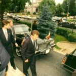 President Aleksander Kwaśniewski, Ambassador Jerzy Koźmiński – in front of the Embassy of the Republic of Poland in Washington, 1996